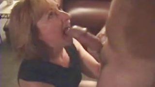 ma femme suce la bite d'un ami de la famille
