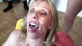 du sperme plein la bouche